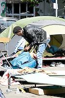 Roma, 7 Giugno 2016<br /> Migranti tra le tende<br /> Operazioni di controllo tra i rifugiati della tendopoli sorta spontanea in Via Tiburtina e in via Cupa dove c'era il centro di accoglienza Baobab
