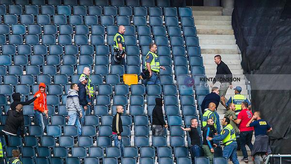 Solna 2014-08-13 Fotboll Allsvenskan AIK - Djurg&aring;rdens IF :  <br /> AIK:s supportrar och ordningsvakter p&aring; en tom l&auml;ktarsektion i samband med ett br&aring;k med Djurg&aring;rdens supportrar innan matchen mellan AIK och Djurg&aring;rden<br /> (Foto: Kenta J&ouml;nsson) Nyckelord:  AIK Gnaget Friends Arena Allsvenskan Derby Djurg&aring;rden DIF