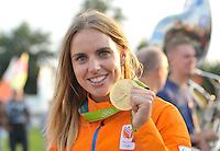 ZEILEN: WARTEN: 27-08-2016, Huldiging Marit Bouwmeester, Marit met haar Olympische medaille, ©foto Martin de Jong