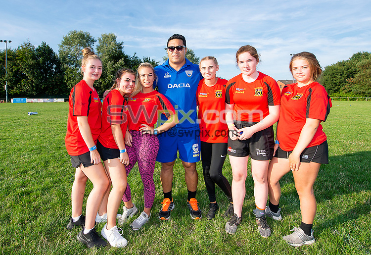 Picture by Allan McKenzie/SWpix.com - 25/07/2018 - Rugby League - Dacia Flair Play - New Spring Lions & Ince Rose Bridge RLFC, Ince-in-Makerfield, England - Ince Rose Bridge girls have photographs with Kylie Leuluai.