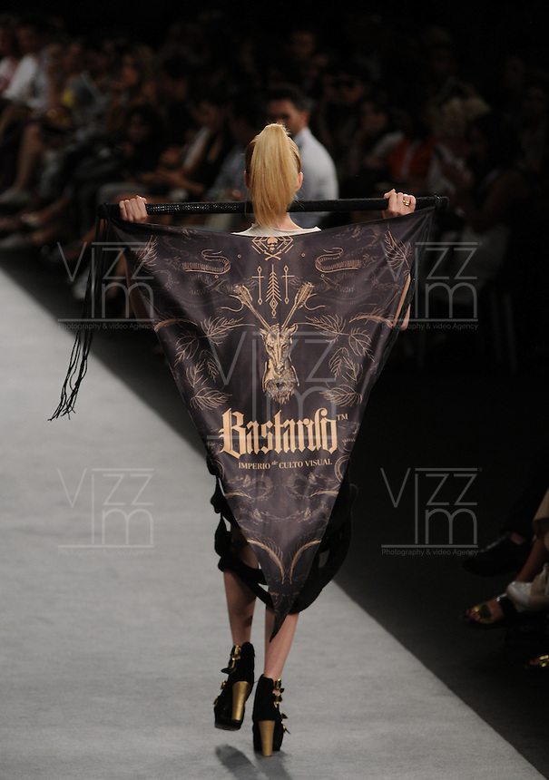 MEDELLIN -COLOMBIA -22-Julio -2014.  Colombia Moda, pasarela NonStop-Caracol, diseñador Bastardo./ Colombia Fashion NonStop-Caracol  catwalk designer Bastardo.  Photo: VizzorImage / Luis Rios / Stringer