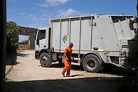 Isola di Pianosa. Pianosa Island.Raccolta rifiuti. Waste collection. Compattatore.
