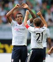FUSSBALL   1. BUNDESLIGA   SAISON 2011/2012    2. SPIELTAG VfL Wolfsburg - FC Bayern Muenchen      13.08.2011 Schulssjubel: Luiz GUTAVO (li) und Philipp LAHM (re, beide Bayern)