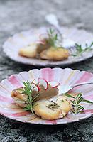 """Europe/France/Provence-Alpes-Côte d'Azur/84/Vaucluse/Crillon-le-Brave: Rouelles de lotte sariette, caviar d'aubergine - Recette de Philippe Monti chef de """"l'Hostellerie de Crillon-le-Brave"""""""
