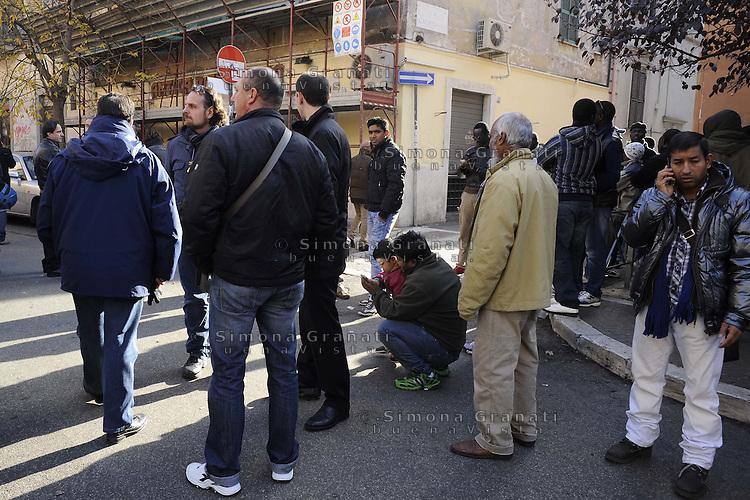 Roma, 7 Dicembre 2011.Pigneto Sgomberato stabile in Via Campobasso abitato da decine di uomini provenienti in maggioranza dal Senegal.Gli abitanti mandati via perchè lo stabile pericolante pagavano regolarmente l'affitto.