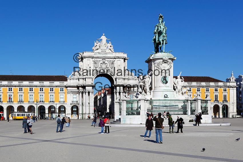 Portugal, Lisbon: Praca do Comercio with equestrian statue of Dom Jose and Arco da Rua Augusta   Portugal, Lissabon: Praça do Comércio: Arco da Rua Augusta und Reiterstandbild Dom Jose