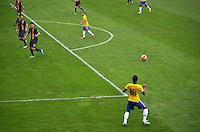 BRASILIA, DF, 07.09.2013 - 07.09.2013 - BRASIL X AUSTRÁLIA/AMISTOSO: Paulinho durante partida amistosa entre Brasil x Austrália, no Estádio Nacional Mané Garrincha.(Foto: Ricardo Botelho / Brazil Photo Press).