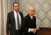 Luigi De Magistris, sindaco di Napoli e Marco Minniti, ministro dell Interno durante la conferenza stampa tenuta dopo ilComitato Provinciale Ordine e Sicurezza nella Prefettura di Napoli
