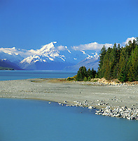 New Zealand, South Island, Lake Pukaki: Lake and Mount Cook with Snow | Neuseeland, Suedinsel, Lake Pukaki: See vorm schneebedeckten Mount Cook
