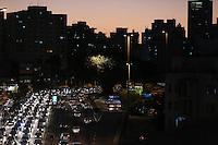 SÃO PAULO, SP, 12.07.2016 - TRANSITO-SP - Transito intenso sentido leste no Viaduto Júlio de Mesquita Filho (corredor leste-oeste), no bairro da Bela Vista, na região central da cidade de São Paulo nesta terça-feira, 12. (Foto: Vanessa Carvalho/Brazil Photo Press)