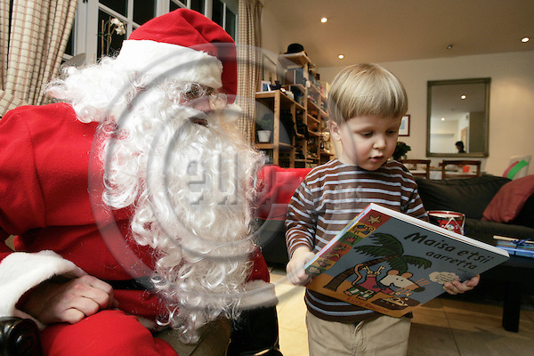BRUSSELS - BELGIUM - 14 DECEMBER 2004 -- Heikki VANHANEN visits Finnish families in Brussels as Santa during Christmas. 3 years old Onni VESIKALLIO receiving gifts from Santa Claus. -- PHOTO: JUHA ROININEN / EUP-IMAGES