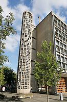 Nederland  Amsterdam  2016 .Het Cygnus Gymnasium.  De  voormalige technische school Patrimonium aan de Wibautstraat, beter bekend als Het Schip, is door een  restauratie getransformeerd tot een hedendaags schoolgebouw voor het Cygnus Gymnasium. Het gebouw is in 1952  ontworpen door de architect J.B. Ingwersen en sterk geïnspireerd op werk van Le Corbusier. Mede vanwege de expressieve constructie in schoonbeton is het in 2009 aangewezen als Rijksmonument . Foto Berlinda van Dam / Hollandse Hoogte