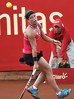 BOGOTA - COLOMBIA - 14-04-2016: Lourdes Dominguez de España, devuelve la bola a Sachi Vickery de Estados Unidos, durante partido por el Claro Colsanitas WTA, que se realiza en el Club El Rancho de Bogota. / Lourdes Dominguez from Spain, returns the ball to Sachi Vickery from United States, during a match for the WTA Claro Colsanitas, which takes place at Club El Rancho de Bogota. Photo: VizzorImage / Luis Ramirez / Staff.