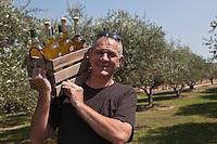 Europe/France/Provence-Alpes-Côte d'Azur/84/Vaucluse/Lubéron/Cucuron: Stéphane Gasquet, oléiculteur et moulinier: Moulin Dauphin - Huile d'Olive de Provence