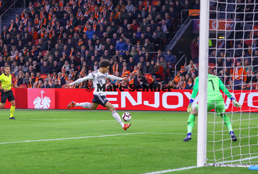 Leroy Sane (Deutschland Germany) erzielt das Tor/Goal zum 0:1 gegen Torwart Jasper Cillessen (Niederlande) - 24.03.2019: Niederlande vs. Deutschland, EM-Qualifikation, Amsterdam Arena, DISCLAIMER: DFB regulations prohibit any use of photographs as image sequences and/or quasi-video.