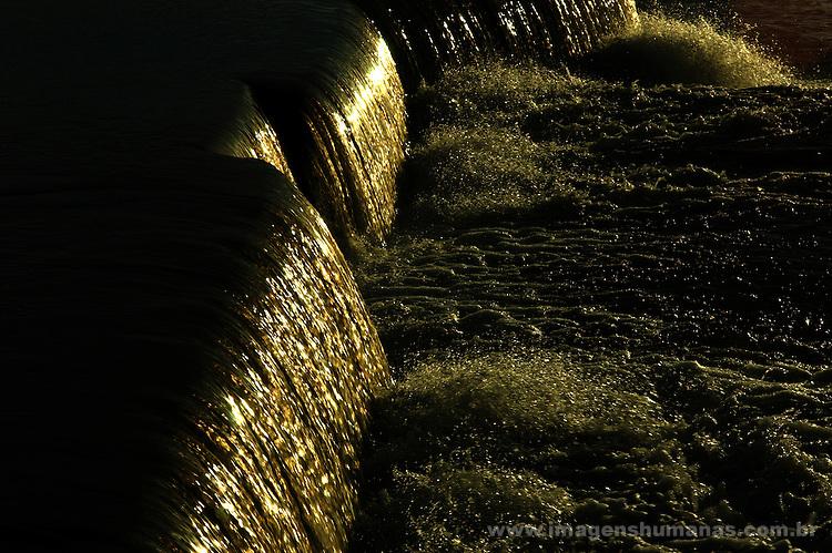 Queda das águas do Rio São Francisco na cidade de Pirapora, Minas Gerais..Fall of Rio San Francisco waters in the city of Pirapora, Minas Gerais.