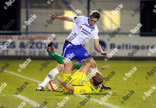 2012-04-11 / Voetbal / seizoen 2011-2012 / KSK Heist - Wetteren / Bram Put (Heist) met Ewout Denys..Foto: Mpics.be