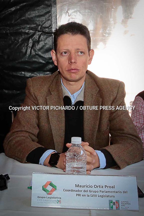 Quer&eacute;taro, Qro. 17 FEBRERO 2016.- Aspectos de la rueda de prensa ofrecida por Juan Jos&eacute; Ru&iacute;z, Presidente del PRI en Quer&eacute;taro, acompa&ntilde;ado por los diputados locales, Mauricio Ort&iacute;z Proal eIsabel Llamas en el centro de la ciudad.<br /> <br /> Foto: Victor Pichardo / Obture Press Agency