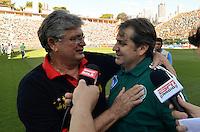 SÃO PAULO, SP, 21 DE SETEMBRO DE 2013 - CAMPEONATO BRASILEIRO SÉRIE B - PALMEIRAS x SPORT: Geninho (e) e Gilson Kleina (d) durante partida Palmeiras x Sport, válida pela 23ª rodada do Campeonato Brasileiro 2013 Série B, disputada no estádio do Pacaembu em São Paulo. FOTO: LEVI BIANCO - BRAZIL PHOTO PRESS.
