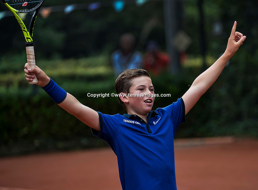 Hilversum, Netherlands, August 13, 2016, National Junior Championships, NJK, Daniel Verbeek (NED) wins boys 12 years by defeating Christoffer Lam in the final and celebrates. <br /> Photo: Tennisimages/Henk Koster