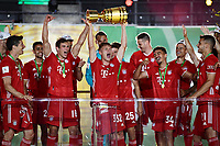 04.07.2020, Fussball DFB Pokal Finale, Bayer 04 Leverkusen - FC Bayern Muenchen emspor,  v.l. Joshua Kimmich (FC Bayern Muenchen)mit dem Pokal<br /> Foto: Kevin Voigt/Jan Huebner/Pool/Marc Schueler/Sportpics.de<br /> <br /> (DFL/DFB REGULATIONS PROHIBIT ANY USE OF PHOTOGRAPHS as IMAGE SEQUENCES and/or QUASI-VIDEO - Editorial Use ONLY, National and International News Agencies OUT)
