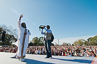 Indian guru and leader of The Art of Living Sri Sri Ravi Shankar conducted a massive meditation that summoned around 100000 people in Buenos Aires.
