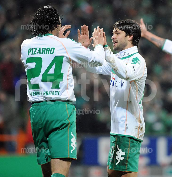 FUSSBALL   1. BUNDESLIGA   SAISON 2008/2009   15. SPIELTAG SV Werder Bremen - Eintracht Frankfurt                 23.11.2008 Claudio PIZARRO (li) und DIEGO (re, beide SV Werder Bremen) jubeln