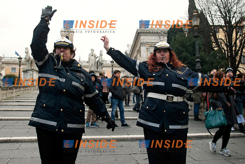 Roma 29-01-2014 Campidoglio e Piazza Venezia. Manifestazione di Vigili Urbani e Polizia Locale del Comune di Roma.<br /> Photo Samantha Zucchi Insidefoto
