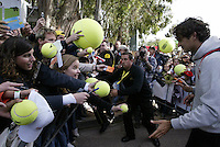 Swiss Roger Federer reacts to fans after the  semi-final against Denis Gremelmayr of Germany during the Estoril Open at Jamor Stadium in Lisbon, on April 19, 2008...