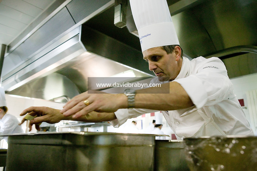 Chef Laurent Trontin cooks during a class at the Ecole Superieure de Cuisine Francaise Gregoire Ferrandi cooking school in Paris, France, 19 December 2007.