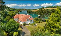 Picture postcard Cornish seaside property.