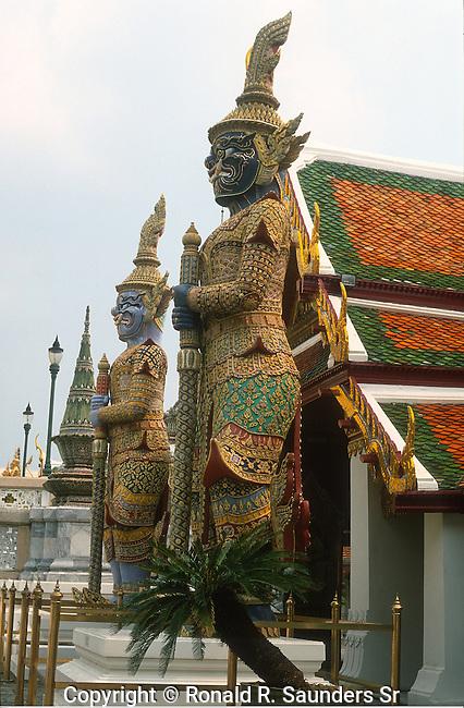 KHONS GUARD TEMPLE IN GRAND PALACE BANGKOK