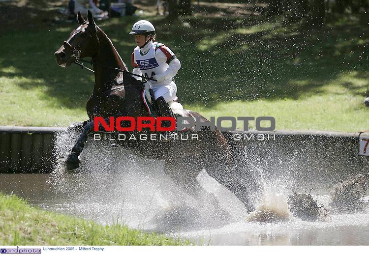 Reiten - Vielseitigkeitsturnier in Luhmuehlen 2005<br /> <br /> CIC** Pruefung Milford Trophy 2005<br /> <br /> Viktoria Carlerbaeck (Carlerb&scaron;ck) SWE auf Bally`s Geronimo im Toto-Lotto-Teich.<br /> <br /> Foto &copy; nordphoto - Anja Heinemann<br /> <br /> <br /> <br /> <br /> <br /> <br /> <br />  *** Local Caption *** Foto ist honorarpflichtig! zzgl. gesetzl. MwSt.<br /> <br /> Belegexemplar erforderlich<br /> <br /> Adresse: nordphoto<br /> <br /> Georg-Reinke-Strasse 1<br /> <br /> 49377 Vechta