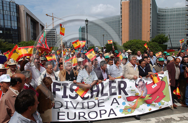 Brussels-Belgium - July 14, 2004---European sugar farmers and producers, mainly from Spain, gather in the 'European district' of Brussels to demonstrate against the reform of the sugar market / sector / production, which is to be proposed by the European Commission the same day; in the back, the 'Justus Lipsius', seat of the Council of Ministers of the EU (le) and the 'Berlaymont' (ri), former and future seat of the EC---Photo: Horst Wagner/eup-images