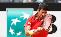 Il serbo Novak Djokovic in azione nel corso degli Internazionali d'Italia di tennis a Roma, 11 maggio 2016.<br /> Serbia's Novak Djokovic returns the ball to France's Stephane Robert at the Italian Open tennis tournament, in Rome, 11 May 2016.<br /> UPDATE IMAGES PRESS/Isabella Bonotto