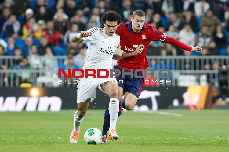 Real Madrid¬¥s Pepe (L) and Osasuna¬¥s Cejudo during King¬¥s Cup match in Santiago Bernabeu stadium in Madrid, Spain. January 09, 2014. Foto © nph / Victor Blanco)