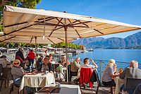 Italy, Lombardia, comunity Tremezzina - district Lenno: pituresque village at Golfo di Venere on the West Banks of Lake Como - café 'Sport' with lakeside terrace | Italien, Lombardei, Gemeinde Tremezzina - Ortsteil Lenno: malerischer Urlaubsort am Golfo di Venere (Venus-Bucht), am Westufer des Comer Sees - Pasticceria-Bar 'Sport' mit Seeterrasse