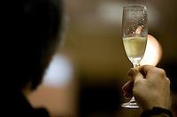Belo Horizonte_MG, Brasil...Homem bebendo uma taca de vinho branco durante o festival gastronomico Saber e Saber...A man drinking a glass of white wine during the gastronomy festival Sabor e Saber...FOTO: BRUNO MAGALHAES / NITRO.