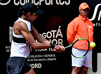 BOGOTÁ-COLOMBIA, 11-04-2019: Tamara Zidansek de Eslovenia, se prepara para servir a Sachia Vickery de Estados Unidos, durante partido por el Claro Colsanitas WTA, que se realiza en el Carmel Club en la ciudad de Bogotá. / Tamara Zidansek of Slovenia, prepares to serves to Sachia Vickery of United States, during a match for the WTA Claro Colsanitas, which takes place at Carmel Club in Bogota city. / Photo: VizzorImage / Luis Ramírez / Staff.