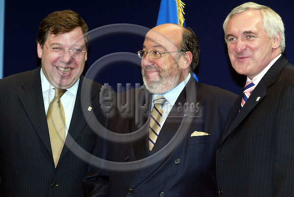 Belgium -- Brussels -- 17 JUNE 2004 -- Council --- EU-Summit -- Arrivals -- Brian COWEN, Minister for Foreign affairs, Ireland; Louis Michel, Foreign Minister, Belgium; Bertie AHERN, Prime Minister, Ireland -- PHOTO:  / ANNA-MARIA ROMANELLI / EUP-IMAGES