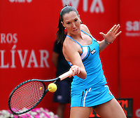BOGOTA-COLOMBIA-20-02-2013  . Jelena Jankovic de Serbia  en acción contra  la norteamericana  Julia Cohen Estrella Cabeza a quien venció ,  y se enfrentara en la sigueinte ronda  a la Colombiana  Mariana Duque  en la XXI Copa WTA  Clraro- Colsánitas de tenis . Jelena Jankovic of Serbia in action against American Julia Cohen who won, and will face in the next round to Colombian Mariana Duque in the XXI-Colsanitas Cup WTA tennis Clraro.(Photo / VizzorImage / Felipe Caicedo / Staff).