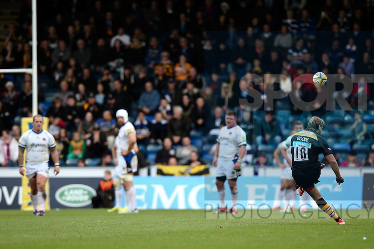 London Wasps' Andy Goode kicks a penalty - Rugby Union - 2014 / 2015 Aviva Premiership - Wasps vs. Bath - Adams Park Stadium - London - 11/10/2014 - Pic Charlie Forgham-Bailey/Sportimage