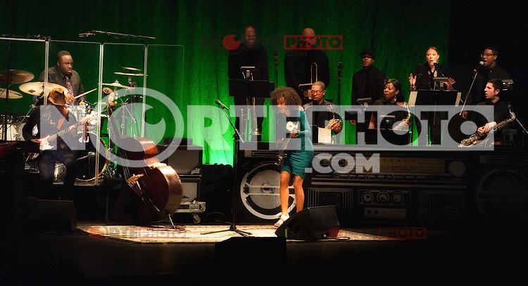 Esperanza Spalding en concierto en el Teatro Orpheum de Boston, Massachusetts el 22 de abril de 2012. <br /> (Foto:©Rocco Coviello/MediaPunch/NortePhoto.com*)<br /> **SOLO*VENTA*EN*MEXICO**