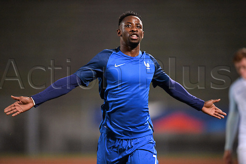 14.11.2016. bondoufle, Paris, France. U-21 International friendly football match, France versus England.  Moussa Dembele (fra) celebrates as he scores the equaliser in the 18th minute