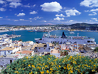 Spanien, Balearen, Ibiza (Eivissa): Blick vom Altstadtbezirk Dalt Vila ueber den Hafen | Spain, Balearic Islands, Ibiza (Eivissa): View from Old Town Dalt Vila across the harbour