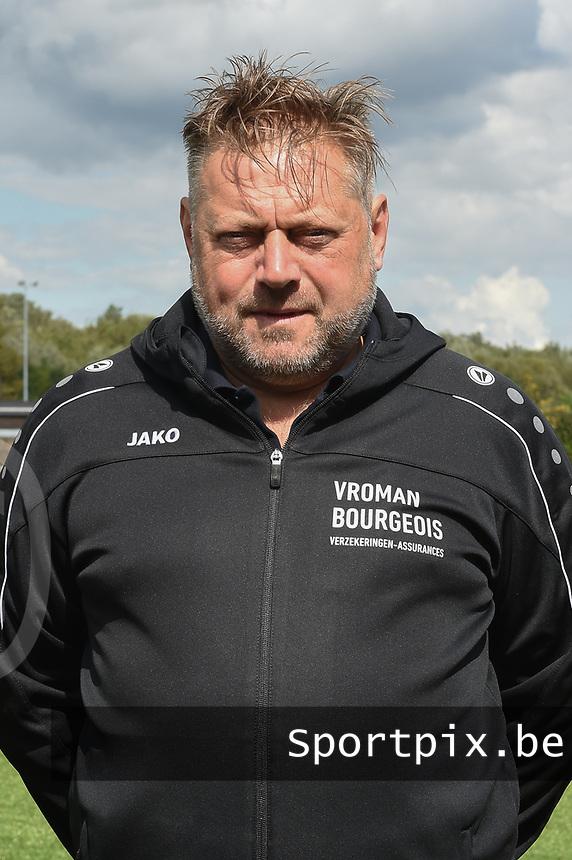 FOTOSESSIE SCT MENEN :<br /> trainer Pascal Verriest<br /> <br /> Foto VDB / Bart Vandenbroucke