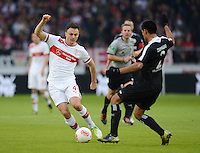 FUSSBALL   1. BUNDESLIGA  SAISON 2012/2013   9. Spieltag   VfB Stuttgart - Eintracht Frankfurt      28.10.2012 William Kvist (li, VfB Stuttgart)  gegen Carlos Zambrano (Eintracht Frankfurt)
