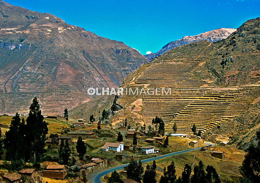 Agricultura  em terraços no Vale Sagrado dos Incas. Cordilheira dos Andes. Peru. 1994. Foto de Juca Martins.