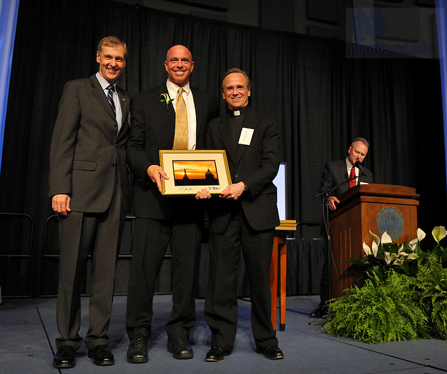 Lee Svete receives an award during the 2009 Presidential Awards banquet in the Joyce Center Fieldhouse...Photo by Matt Cashore/University of Notre Dame