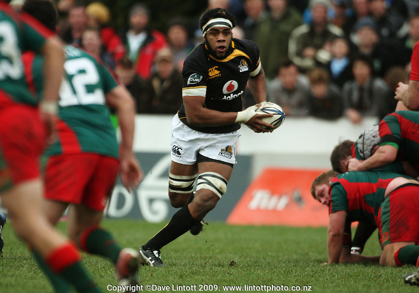 Welington lock Api Naikatini spots a gap and heads for the tryline during the Ranfurly Shield rugby match between the Wellington Lions and Wairarapa Bush at Trust House Memorial Park, Masterton, New Zealand on Saturday, 27 September 2008. Photo: Dave Lintott / lintottphoto.co.nz